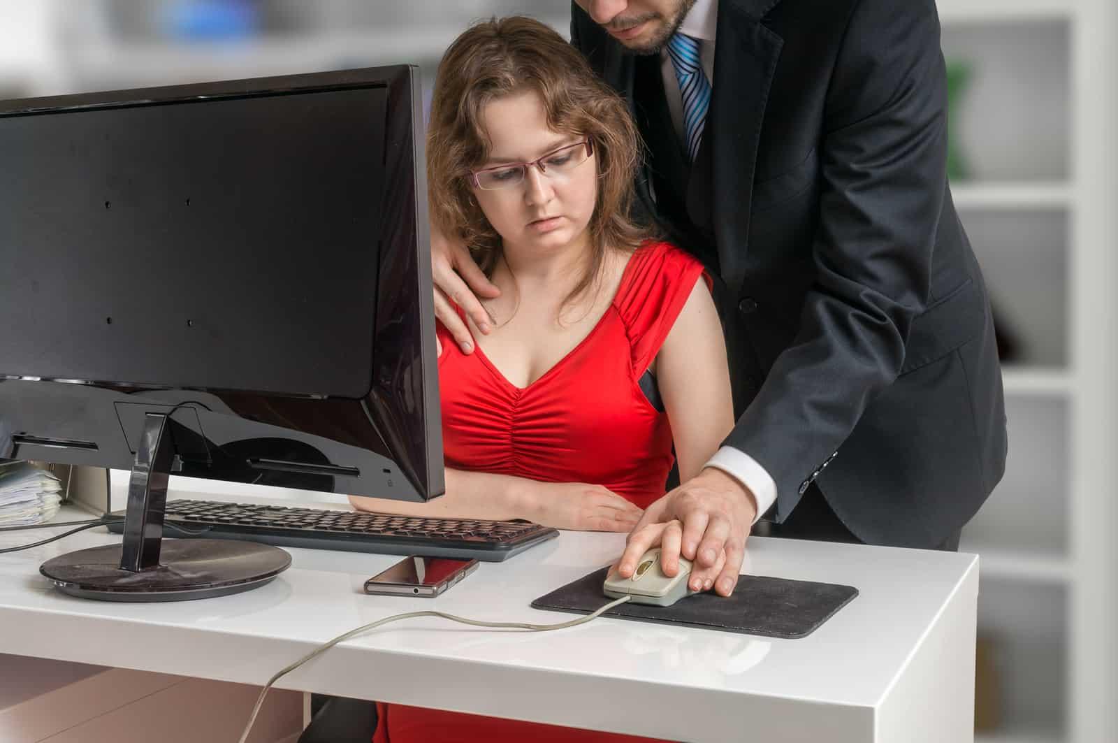 проверка секретарши на профпригодность боссом - 9